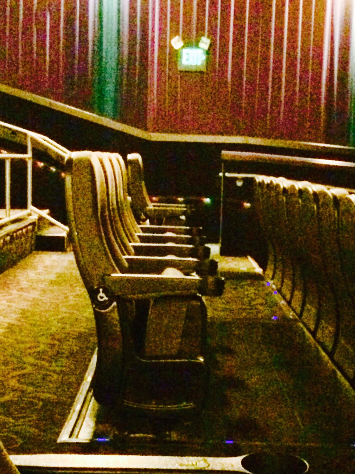 アメリカの映画館は車イス席がベストポジション