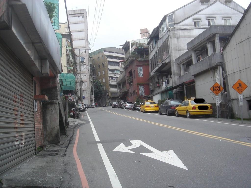 実家の町ー家は丘の上に立てられています。車椅子には不便です。