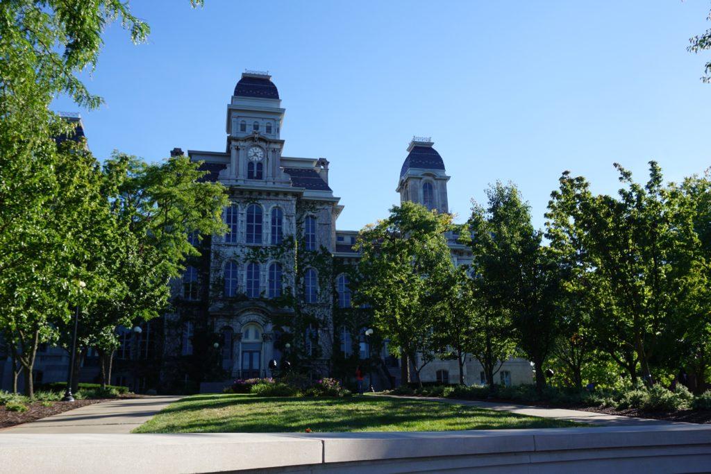 シラキュース大学